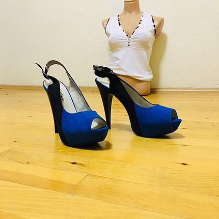Saks topuklu ayakkabı