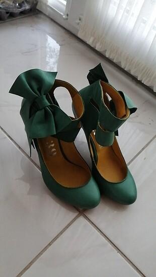 Yeşil topuklu