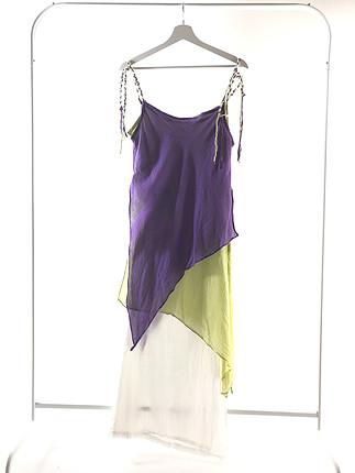Askılı üç renki elbise