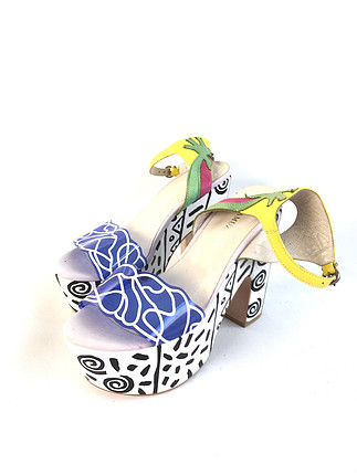 Yüksek topuklu ayakkabı
