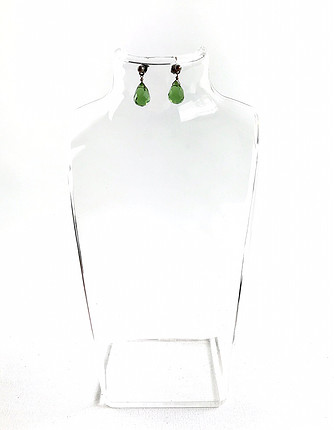 Yeşil taşlı küpe