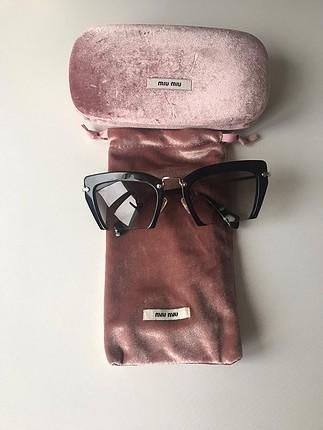 Miu Miu güneş gözlüğü