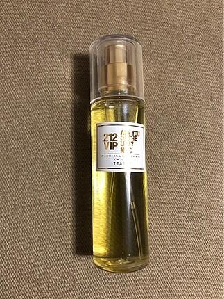 Diğer Carolina Herrera 212 Vip parfüm