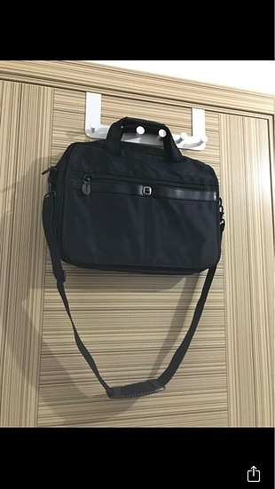 Laptop ve evrak çantası