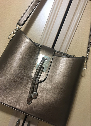 bakır renk askılı çanta