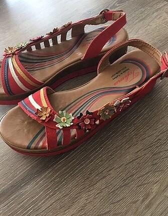 38 Beden kırmızı Renk Dolgulu ayakkabı
