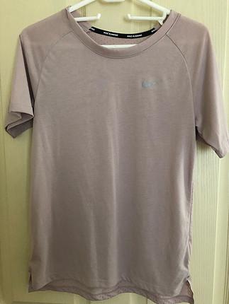 Orjinal nike tişört birkac kez giyilmiştir xs beden ama m bedene