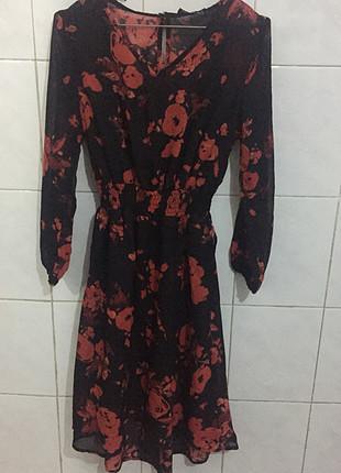 Kırmızı siyah elbise