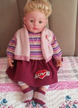 Büyük oyuncak bebek