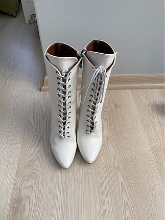Beyaz şık çizme