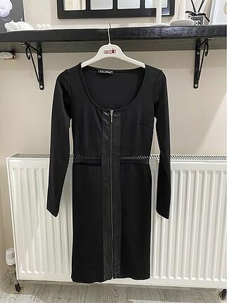 Uzun kollu- transparan detaylı elbise