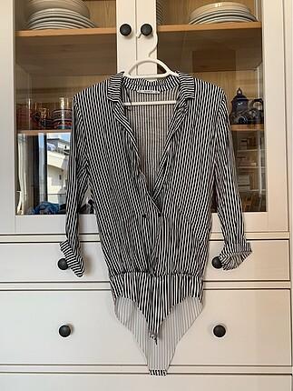 Siyah beyaz çizgili gömlek