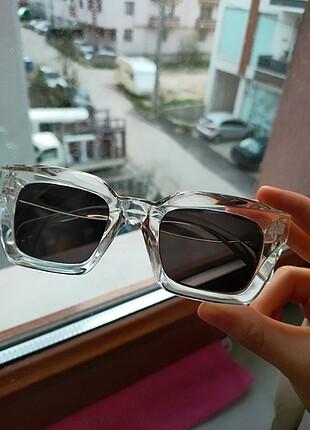 Şeffaf gözlük