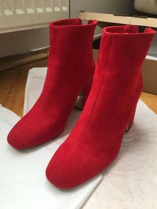 Kırmızı bot stradivarius