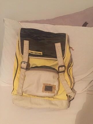 Geniş sırt çantası
