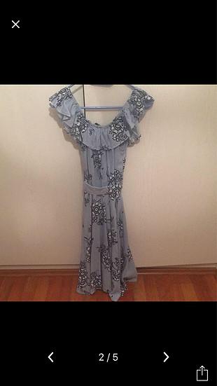 Çiçekli mavi elbise