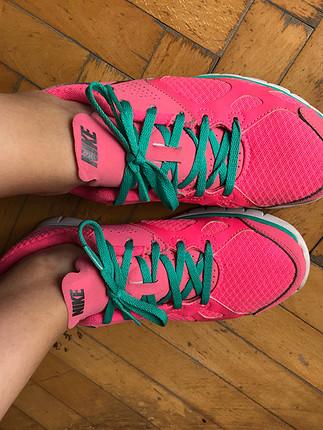 Pembe Nike Ayakkabı