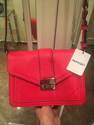 Mango etiketli kırmızı çanta