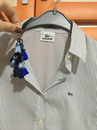 Küpe hediyeli Lacoste gömlek