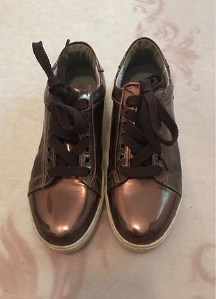 Bronz ayakkabı