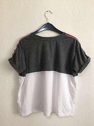 Gri beyaz tşört