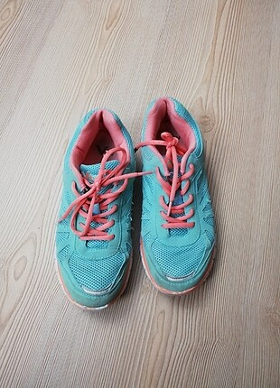 Mint yeşili spor ayakkabı
