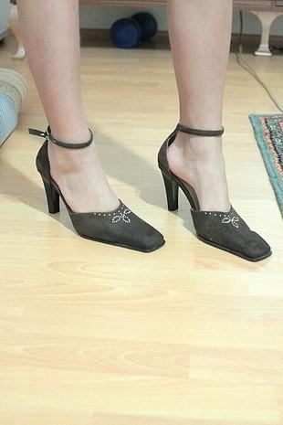işlemeli vintage topuklu ayakkabı