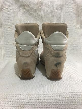 Gizli topuklu spor ayakkabı