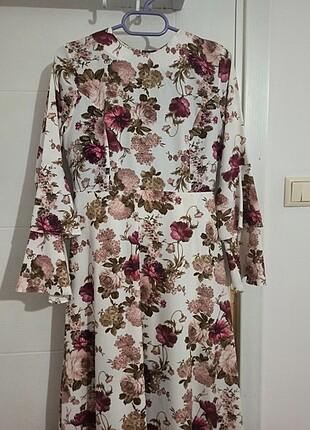 Şık çiçekli elbise