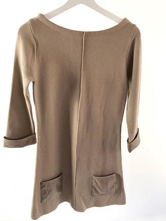 Kolları ve cepleri deri detaylı elbise