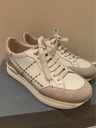 Beyaz Hogan sneakers
