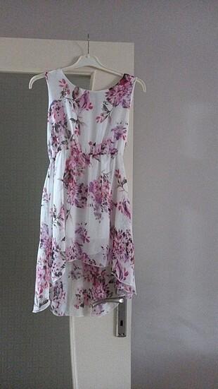 Yazlık kısa çiçek desenli elbise