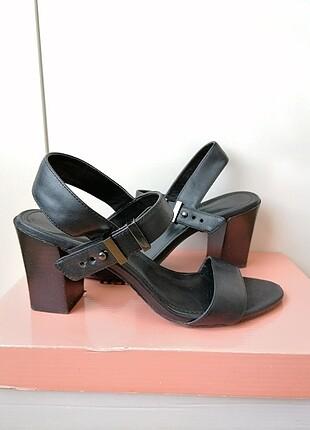 Calvin Klein topuklu sandalet