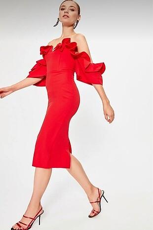 Kırmızı Elbise Hiç Pişman Olmazsınız