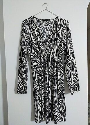 Zebra desenli bel lastikli yandan bağlama detaylı elbise