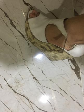 Beyaz topuklu