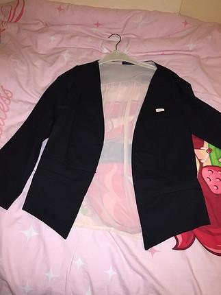 Arkası tül detaylı ceket