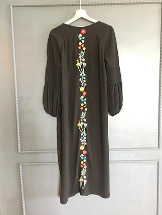 Zara İşlemeli elbise