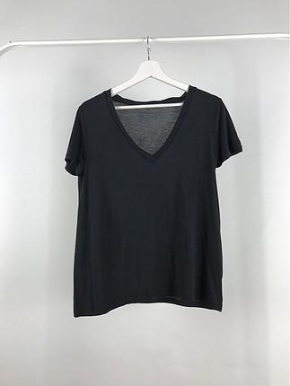 V Yakalı Tshirt
