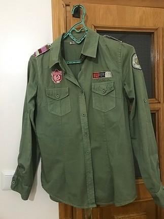 Yeşil gömlek haki