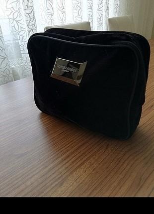 Armani kozmetik çantası