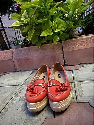İnci kırmızı deri kalın tabanlı sandalet