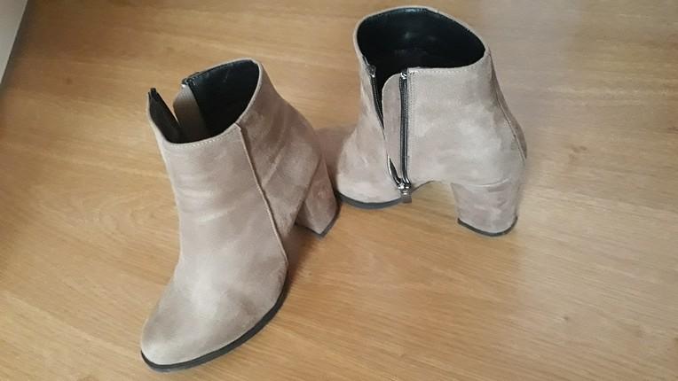vizon renkte topuklu ayakkabım 1 kere giyilmiştir içi gayet yumu