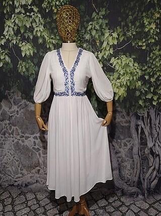 Beyaz Nakışlı elbise
