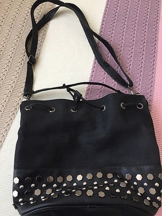 Siyah büzgülü çanta