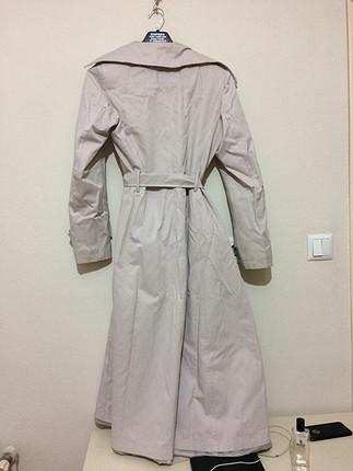 Beyaz trenchcoat