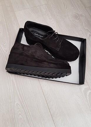 Neslihan Canpolat Deri Dolgu Topuk Düz Siyah Ayakkabı