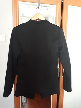 40 Beden siyah Renk asil bir cekettir