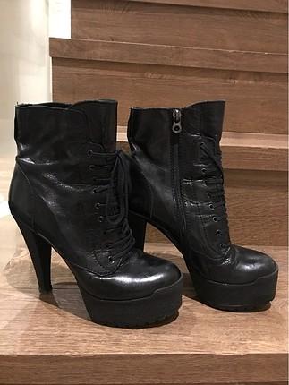 Nursace Siyah topuklu bot