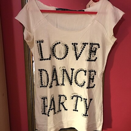 Bershka pul detaylı love dance party tişört